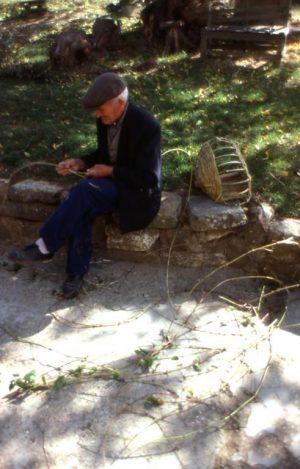 olivo_contadino che fa la bruscola 2_491x768