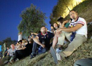 """<strong><span style=""""color: #ff0000;"""">>>>>Calici edizione 2014</span>:</strong> le foto del <a href=""""http://www.carmignanodivino.prato.it/fotogallery/calici-di-stelle-2014/"""" target=""""_blank"""">primo giorno</a> e <a href=""""http://www.carmignanodivino.prato.it/fotogallery/ancora-calici-di-stelle/"""" target=""""_blank"""">secondo giorno</a> <strong><span style=""""color: #ff0000;"""">>>>>Calici edizione 2013</span></strong>: le foto del <a href=""""http://www.carmignanodivino.prato.it/fotogallery/calici-di-stelle-2013/"""" target=""""_blank"""">primo giorno</a> e <a href=""""http://www.carmignanodivino.prato.it/fotogallery/ancora-calici-2013/"""" target=""""_blank"""">secondo giorno</a>"""